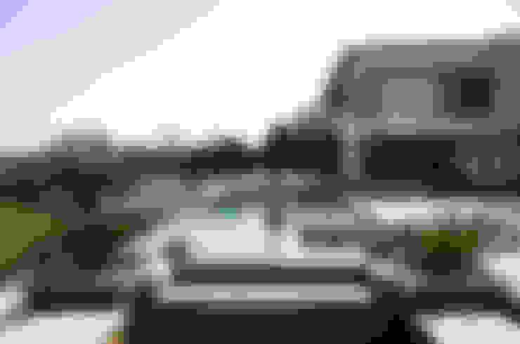 Residência Quinta da Baronesa: Piscinas  por Débora Aguiar