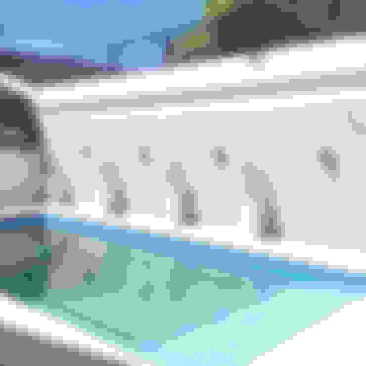 Pool by Estudio Nicolas Pierry: Diseño en Arquitectura de Paisajes & Jardines