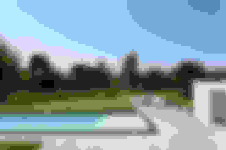 Casa em Itu: Piscinas  por Consuelo Jorge Arquitetos