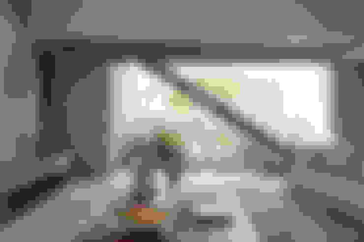 Casa em Itu: Corredores e halls de entrada  por Consuelo Jorge Arquitetos