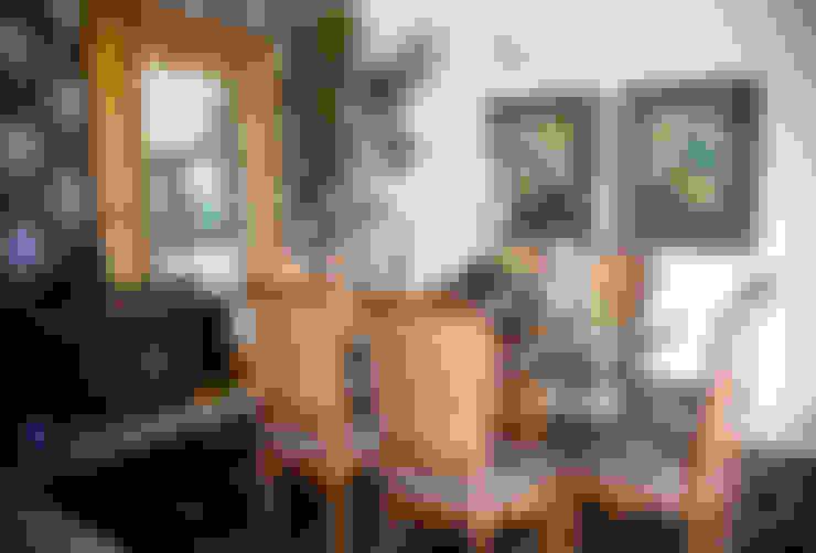 Clássicos de luxo.: Sala de jantar  por VIA HAUS