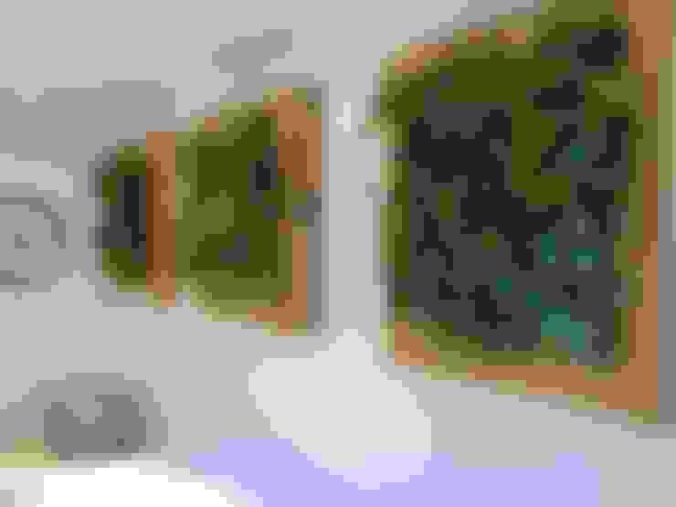 Quadro Vivo® : Corredor, vestíbulo e escadas  por Quadro Vivo Urban Garden Roof & Vertical