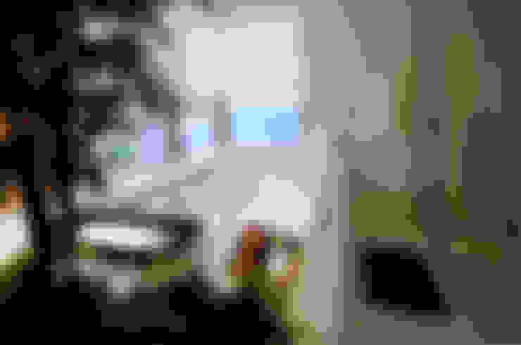 A31 Residência: Banheiros  por Canisio Beeck Arquiteto