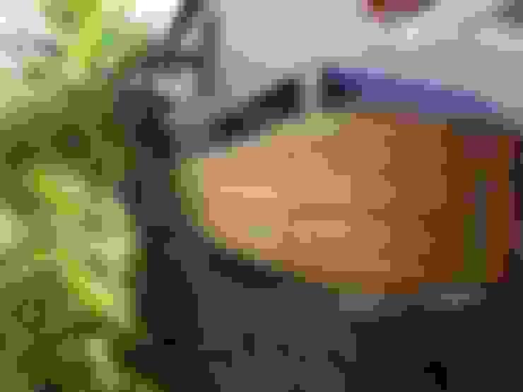 Cercas e painéis de bambu para áreas internas e externas.: Casas  por Bambu Rei Eco-Design