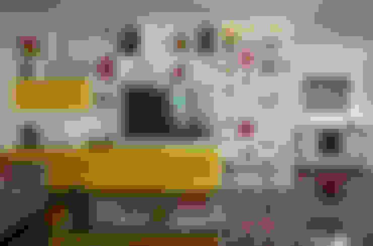 apartamento LAC: Salas de estar  por Raquel Junqueira Arquitetura