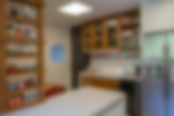 apartamento LAC: Cozinhas  por Raquel Junqueira Arquitetura