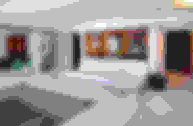 casa CR: Spas  por Raquel Junqueira Arquitetura
