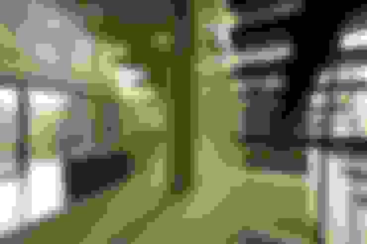 Corridor & hallway by zone architekten