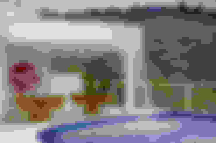 Casa da Serra: Piscinas  por Arquiteto Aquiles Nícolas Kílaris