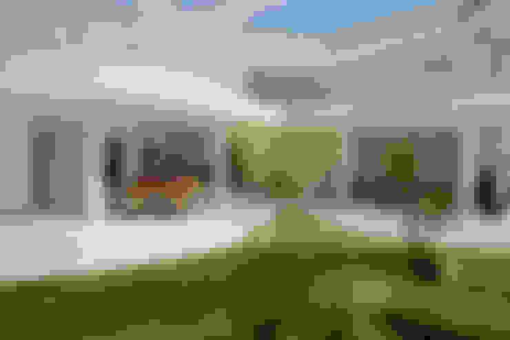 Garden  تنفيذ Designer de Interiores e Paisagista Iara Kílaris