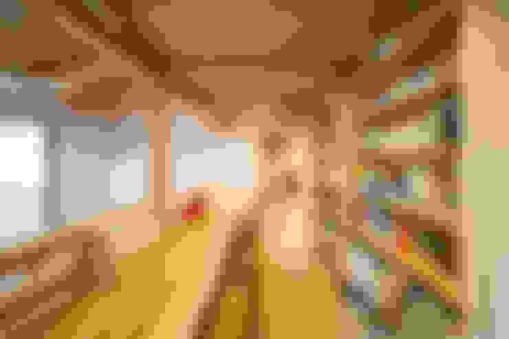 Escritórios  por 芦田成人建築設計事務所
