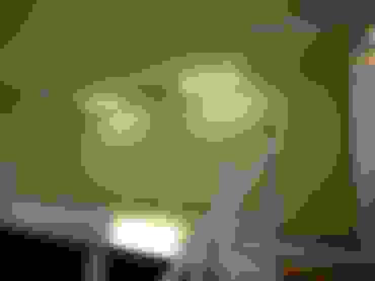 石壁の家: プラソ建築設計事務所が手掛けた廊下 & 玄関です。