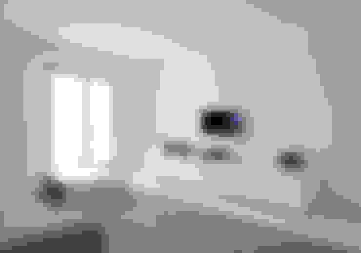 Apartamento no Porto - Portugal: Salas de estar  por Cláudio Vilarinho Arquitectura e Design Lda