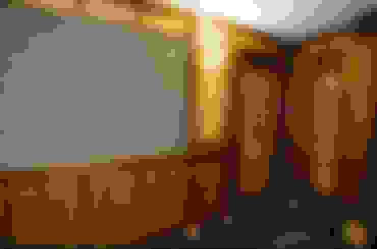Загородный дом: Стены и пол в . Автор – Мебельная мастерская Александра Воробьева