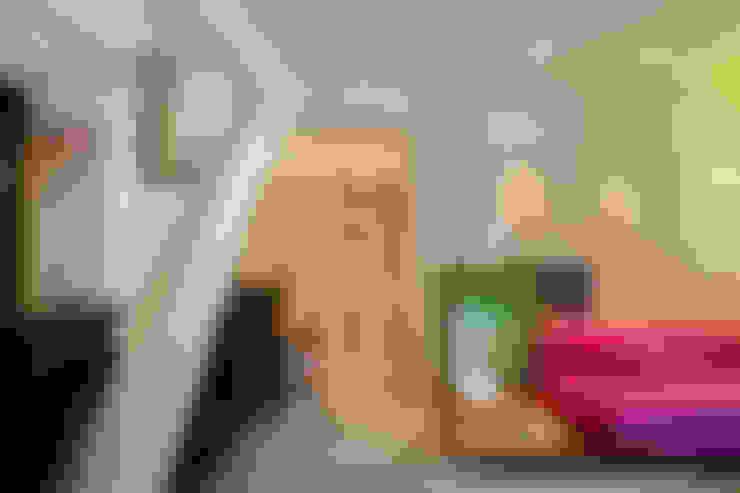 MM apartment: Salas de estar  por Studio ro+ca