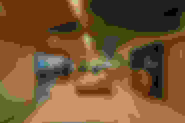 Salas / recibidores de estilo  por 株式会社 アポロ計画 リノベエステイト事業部