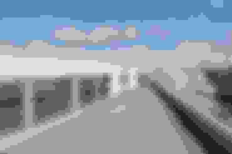Terrazas de estilo  por 仲摩邦彦建築設計事務所 / Nakama Kunihiko Architects