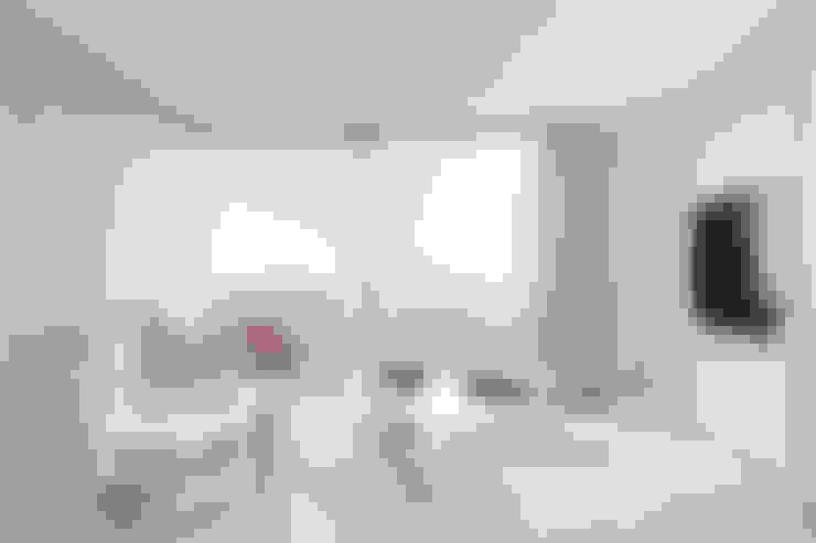 Ruang Keluarga by Primrose Interiors