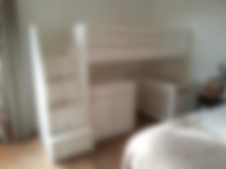 hoogslaper met commode en opbergruimte onder de trap:  Kinderkamer door klauterkamer