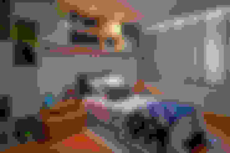 Residência LM: Quarto infantil  por Gláucia Britto