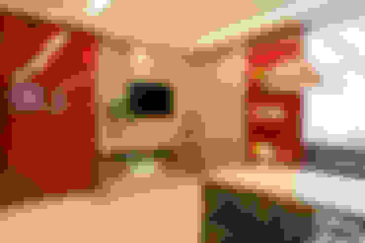 Kitchen by Arquitetura e Interior