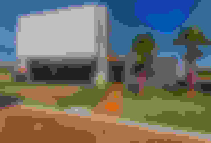 Fachada: Casas  por WTstudio