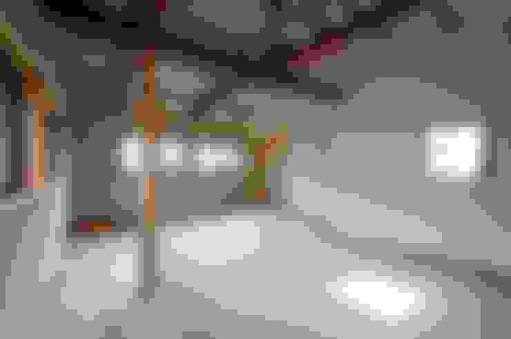 Salas multimedia de estilo  por 家山真建築研究室 Makoto Ieyama Architect Office