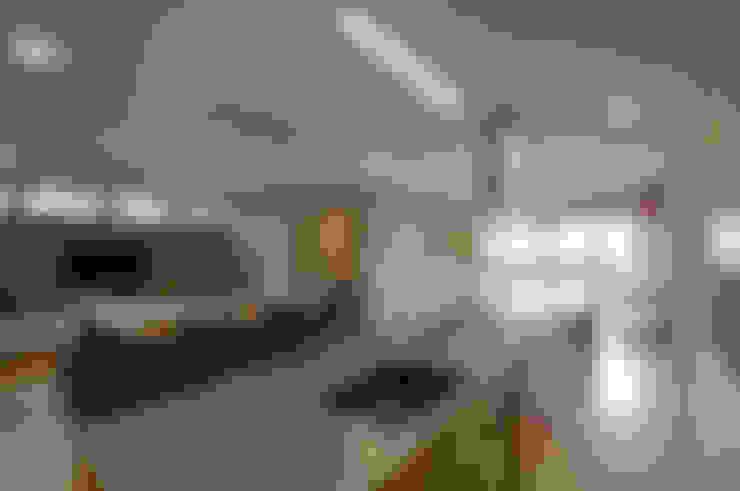 Kitchen by 家山真建築研究室 Makoto Ieyama Architect Office