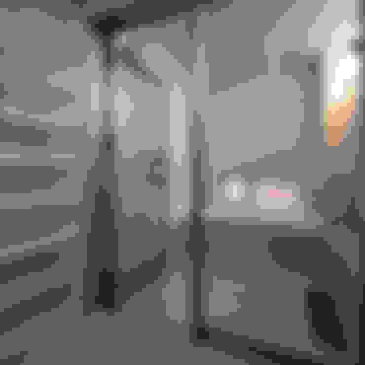 Bathroom by 家山真建築研究室 Makoto Ieyama Architect Office
