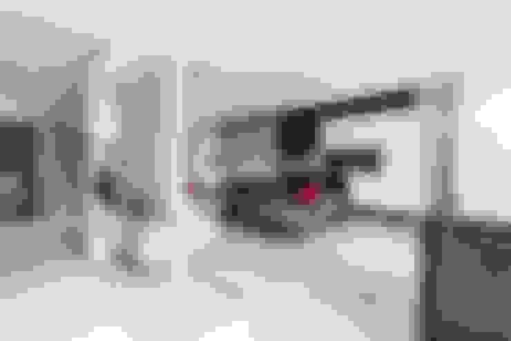 Salas de estilo  por GK Architects Ltd