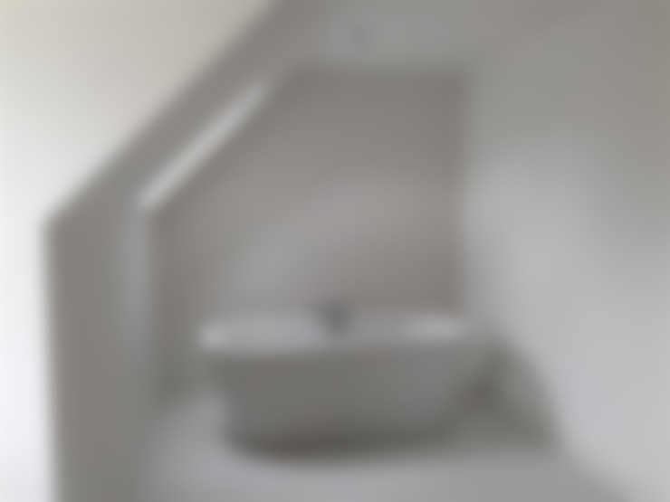Ванная комната в . Автор – Roundhouse Architecture Ltd