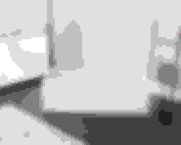 Ванная комната в . Автор – Badeloft GmbH - Hersteller von Badewannen und Waschbecken in Berlin