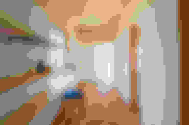Sala multimediale in stile  di 矢内建築計画 一級建築士事務所