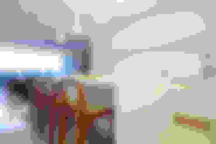 Minimalist white kitchen: Cozinha  por STUDIO ANDRE LENZA