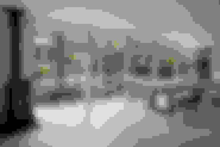 036軽井沢Kさんの家: atelier137 ARCHITECTURAL DESIGN OFFICEが手掛けたリビングです。