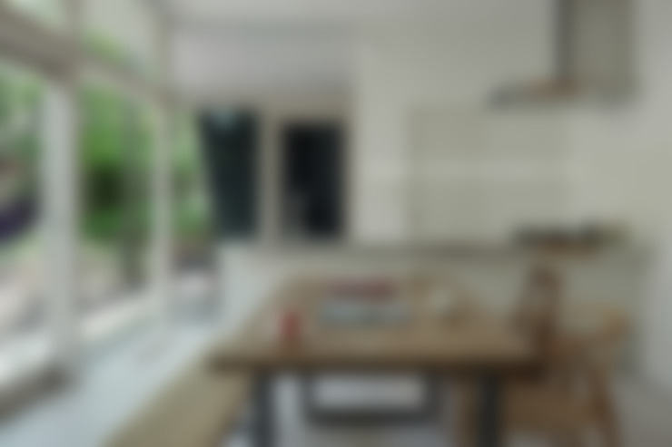 036軽井沢Kさんの家: atelier137 ARCHITECTURAL DESIGN OFFICEが手掛けたキッチンです。