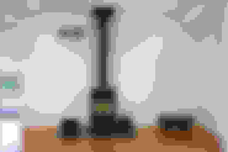谷原新田の家: TAMAI ATELIERが手掛けたリビングです。