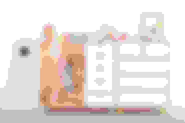 Habitaciones infantiles de estilo  por wie ein KINO