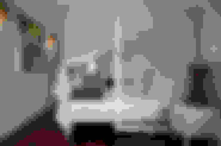 Dormitorios de estilo  por Renata Romeiro Interiores