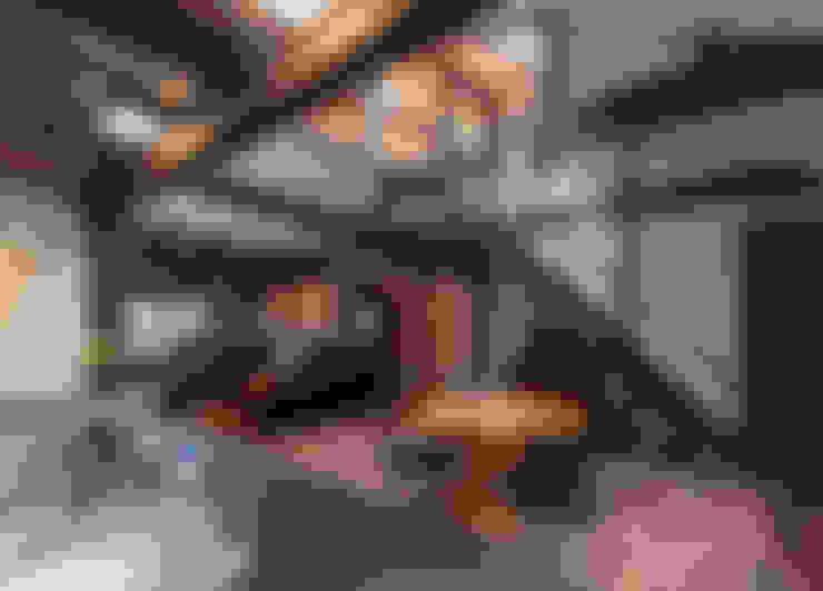 島原古民家再生: 環アソシエイツ・高岸設計室が手掛けたダイニングです。