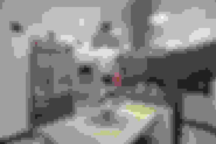 Casa Refúgio da Mata: Cozinhas  por Arquiteto Aquiles Nícolas Kílaris