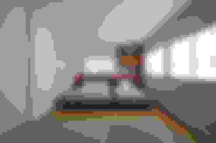 たたみコーナーのある寝室: 伊藤一郎建築設計事務所が手掛けた寝室です。