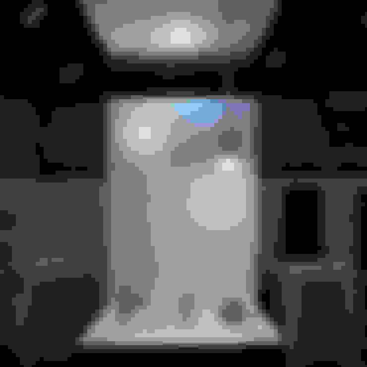 市販LED電球による照明器具: 濱口建築デザイン工房が手掛けた家庭用品です。