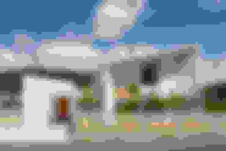 Casas de estilo  por toki Architect design office