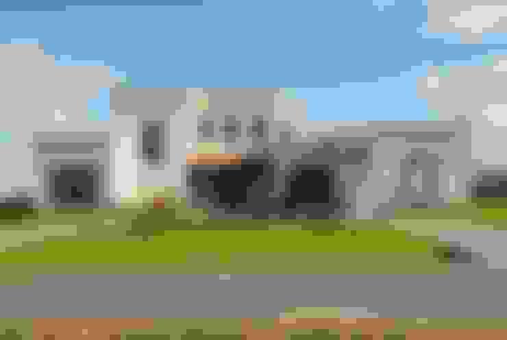 VISTA FRENTE: Casas de estilo  por Parrado Arquitectura