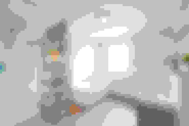 Das Badezimmer der Wohnung 3 nach der Sanierung:   von Maklerkontor Brand & Co. Immobilienmakler GmbH & Co. KG