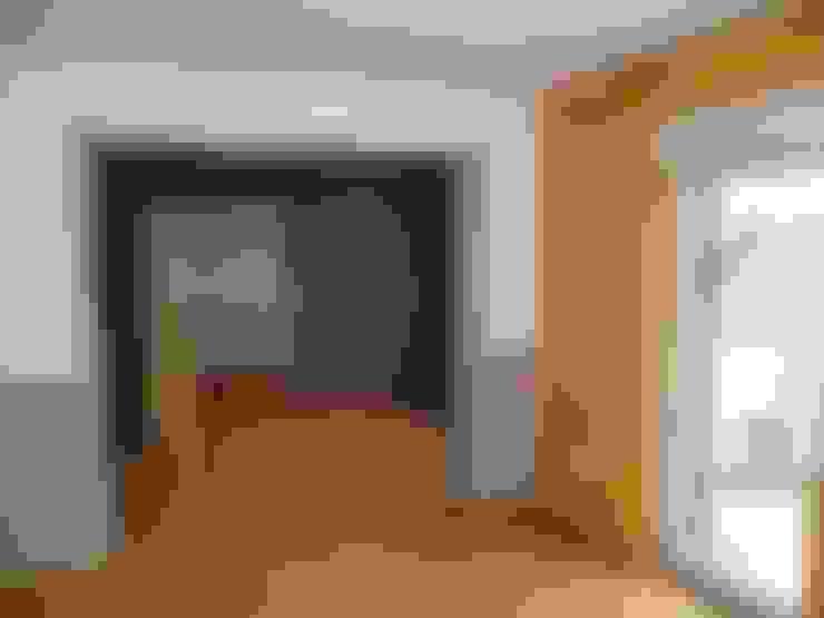 die Küche der Wohnung 3 vor der Sanierung:   von Maklerkontor Brand & Co. Immobilienmakler GmbH & Co. KG