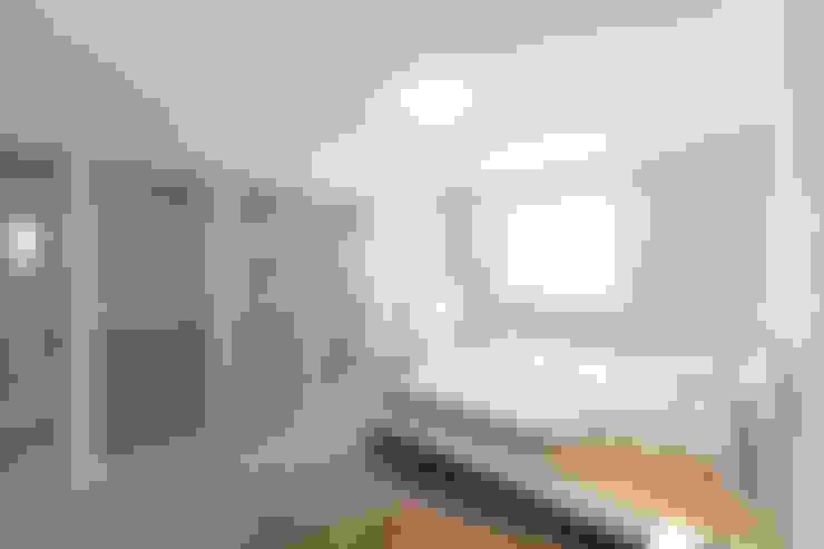 das Schlafzimmer der Wohnung 3 nach der Sanierung:   von Maklerkontor Brand & Co. Immobilienmakler GmbH & Co. KG