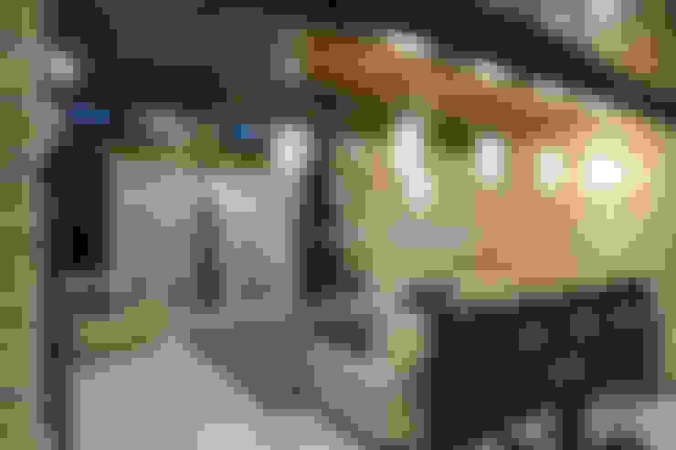 Интерьер коттеджа п.Дубрава.: Гостиная в . Автор – Дизайн-студия 'Батенькофф'