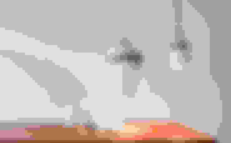 Cable Light large (in vergelijking met de kleine versie):  Woonkamer door Patrick Hartog design